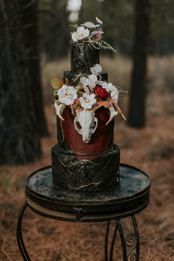 Moody wedding cake  Wedding  Party Ideas  100 Layer Cake