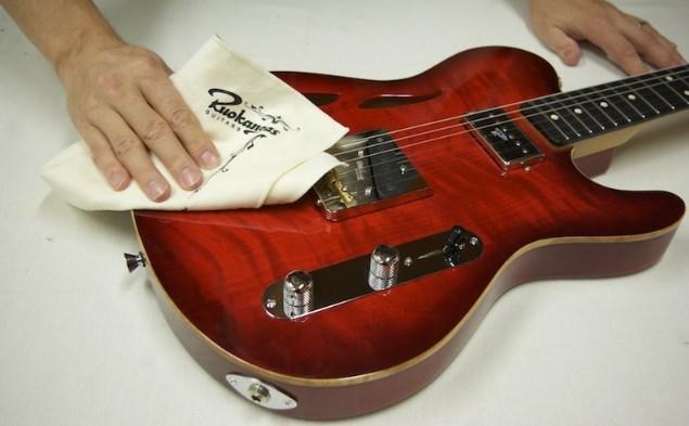 Recomendaciones para Limpiar las Cuerdas de una Guitarra