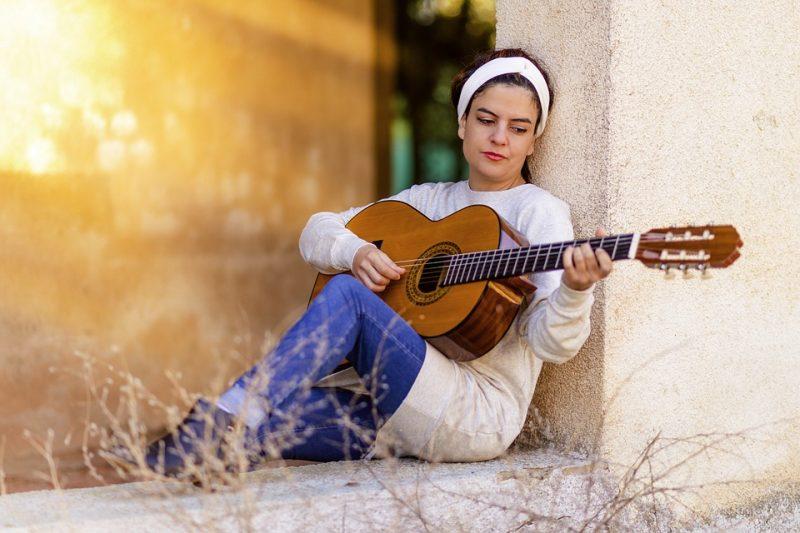 Cómo aprender a tocar la guitarra