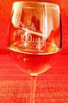 Sostieni il festival acquistando Il calice da vino di 100 Libri in giardino
