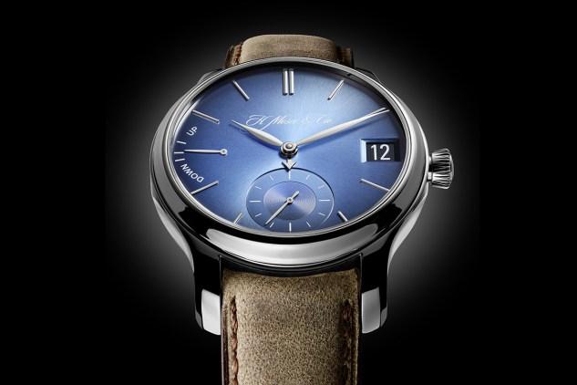 H.-Moser-Cie-Endeavour-Perpetual-Calendar-Funky-Blue-3