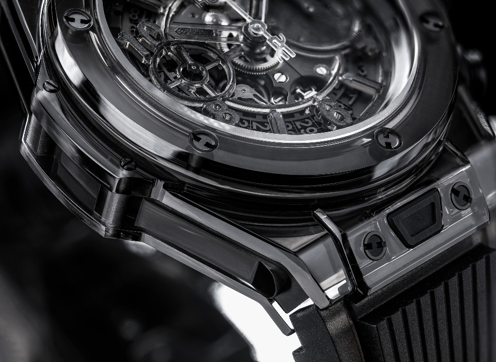 l_hublot-saphir-black-close-up-ok21