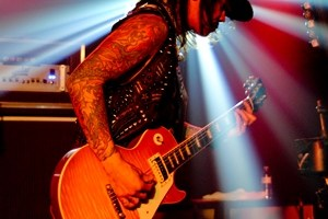 LIVE: BUCKCHERRY – May 4, 2014, Flint, MI @ The Machine Shop