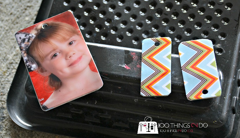 Repurpose a used gift card/expired credit card into a keychain, photo keychain, upcycled gift card, repurposed gift cards, gift card keychain, DIY keychain