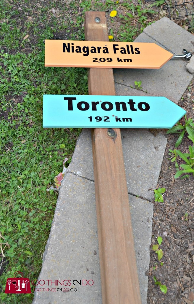 Create a sign post for your garden - easy DIY here. DIY garden sign, sign for your garden, destination sign, travels sign
