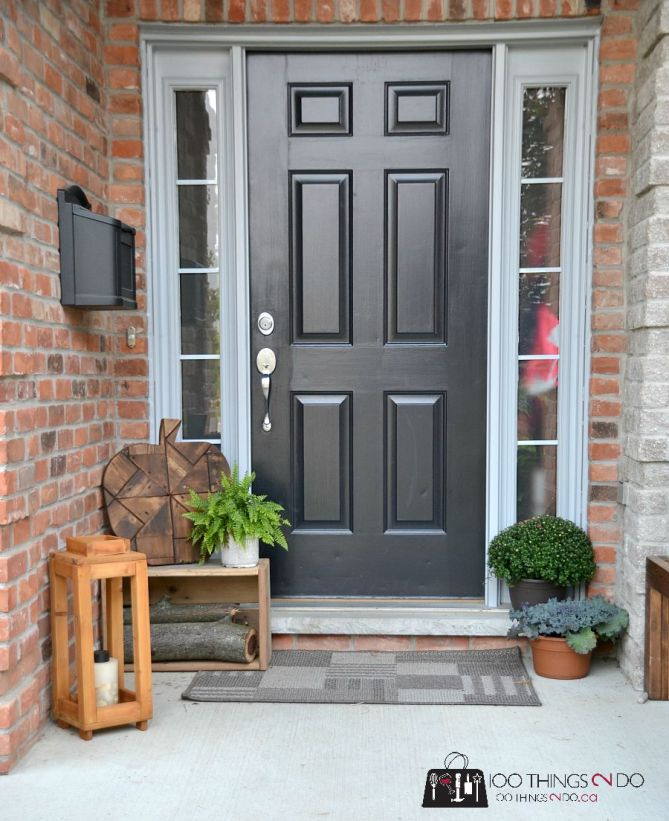 Creating a warm Fall welcome - Decorating your front porch for Autumn