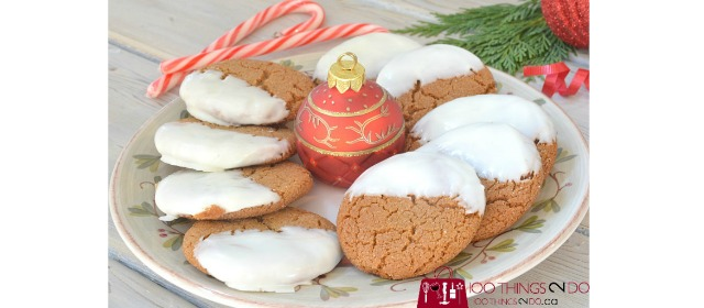 Chocolate dipped gingersnaps, gingersnaps, white chocolate gingersnaps, Christmas cookies