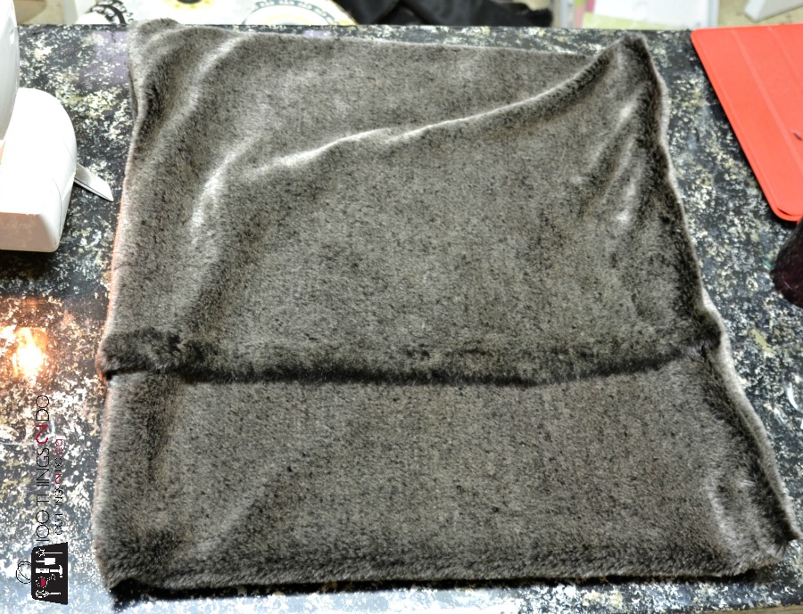 Envelope pillow tutorial - faux fur fabric