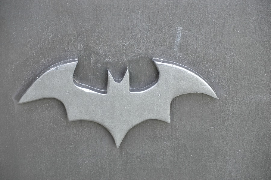 Build your own bat box, DIY bat box, bat house, bat house plans, attracting bats to your yard