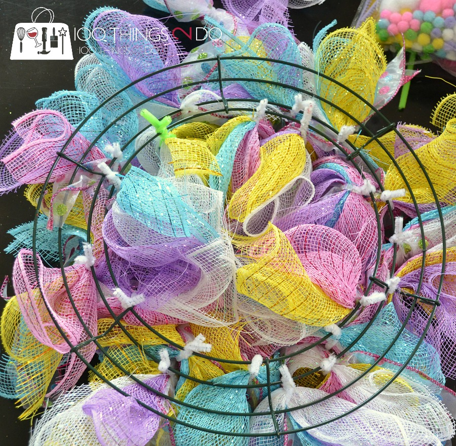 easy easter wreath using dollar store items 100 things 2 do. Black Bedroom Furniture Sets. Home Design Ideas