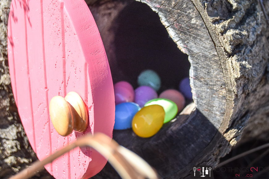 Easter Bunny Door, DIY Easter decorations, Easter Bunny, Easter fun, Easter decor, Easter DIY
