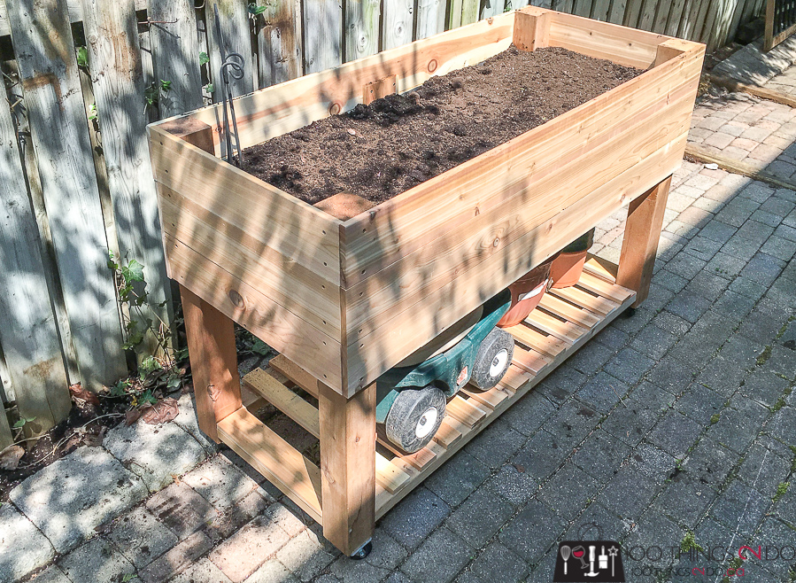 DIY raised planter, DIY raised garden, building plans for raised garden, garden box on wheels, portable raised planter