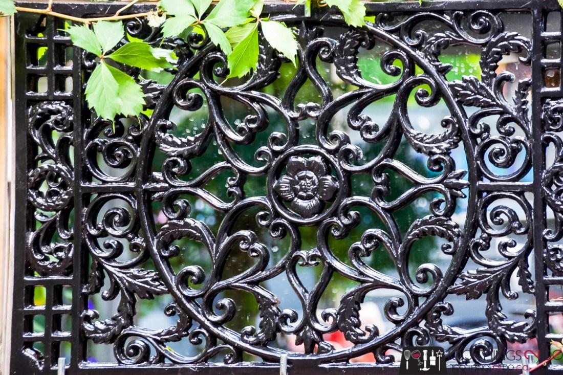 DIY garden mirror, garden mirror, cast iron grate, iron grate
