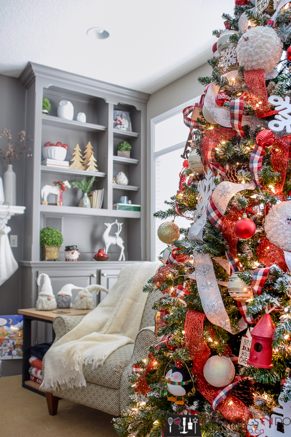 Red and white Christmas tree, Christmas tree 2018, Christmas in the family room