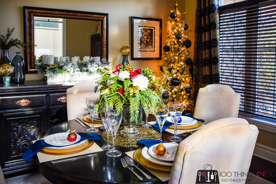 Christmas dining room, Christmas tablescape, Christmas decorations in the dining room, Christmas in the dining room, Holiday dining room