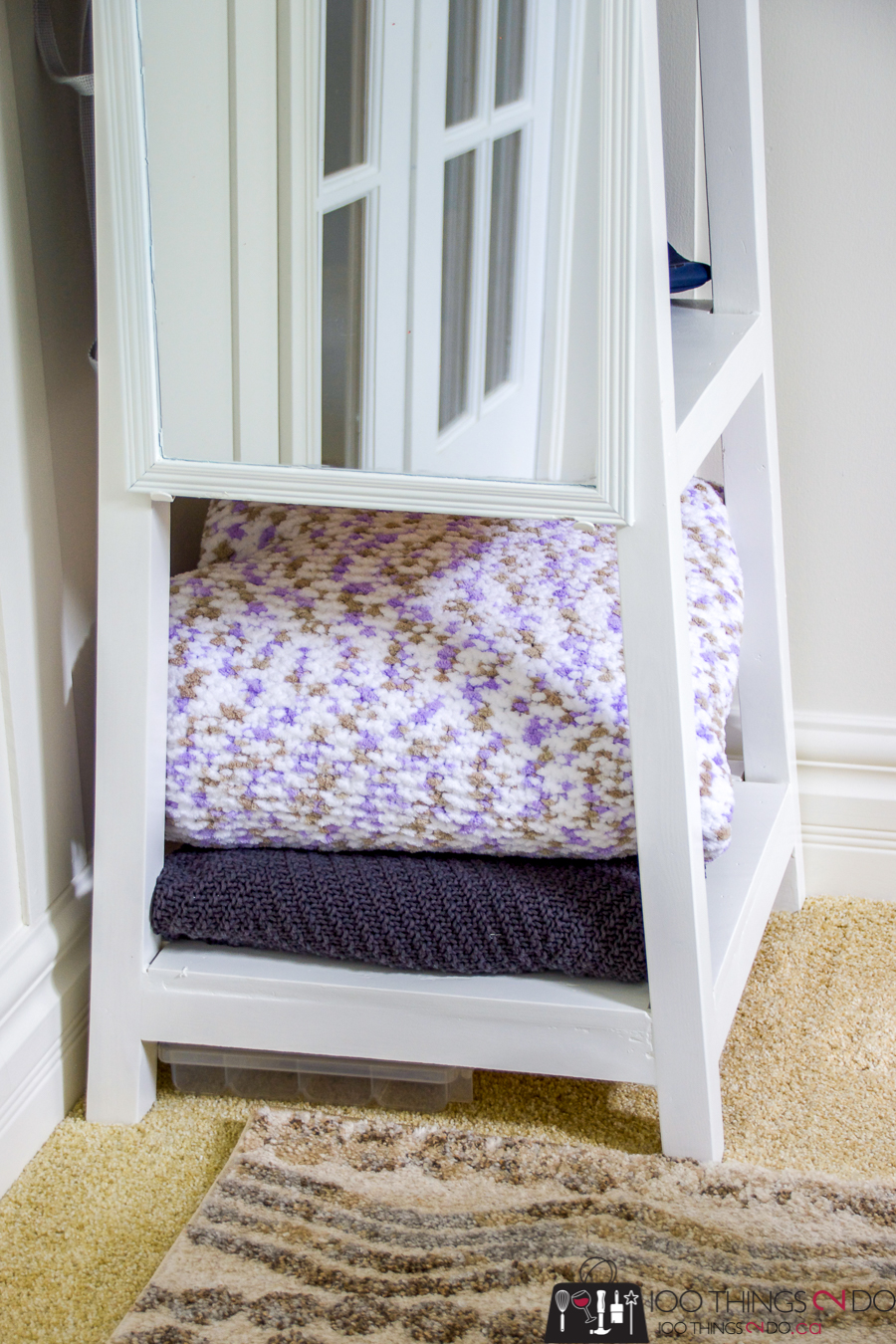 Freestanding coat rack with shelves