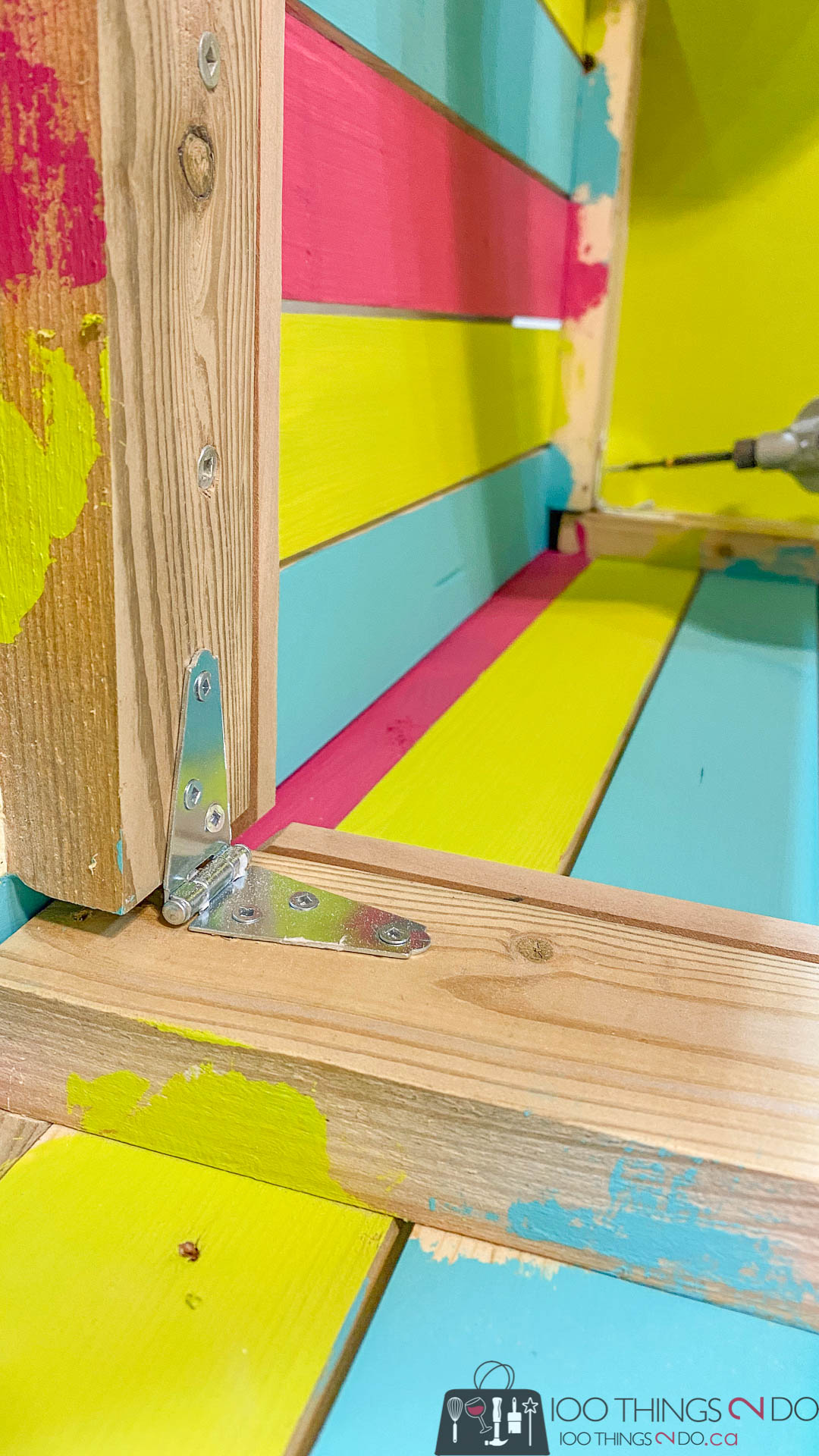 attaching hinges to a lemonade stand