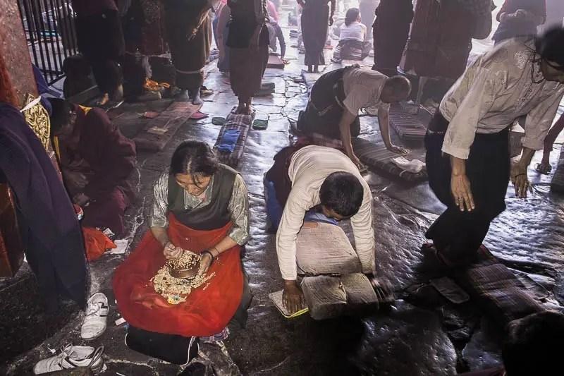 Tibetan pilgrims - Jokhang Temple, Lhasa