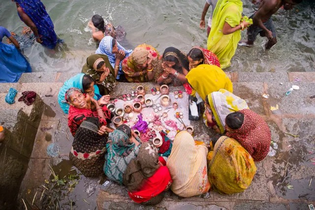 "Women performing ""puja"" - Orcha"