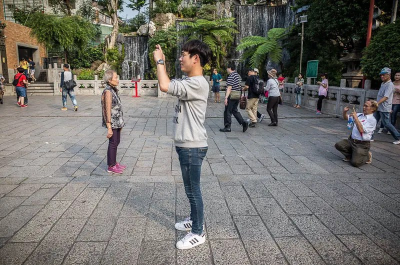 Taipei street photography: Longshan Temple photographers