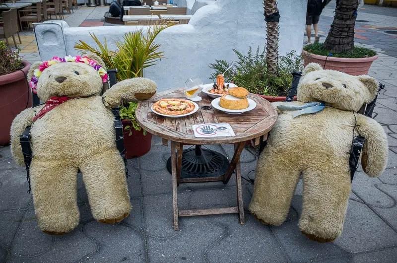 Teddy bears dinner