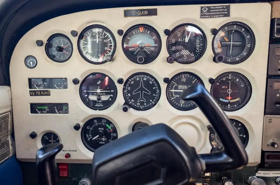 Cessna C172M controls