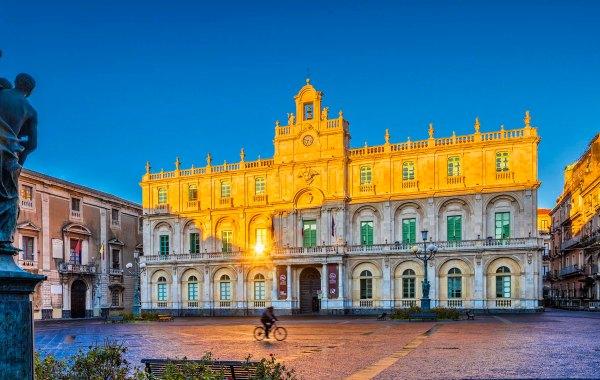 Alba sul palazzo di una delle più antiche Università d'Europa.