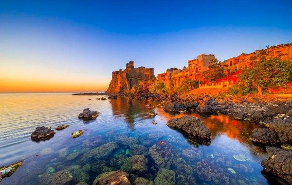 Il castello della Riviera dei Ciclopi