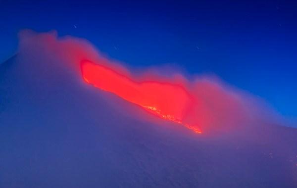 Etna, colata lavica dal cratere di sud est