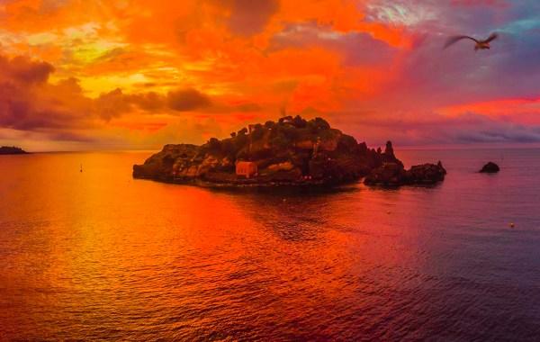 aurora sull'isola Lachea