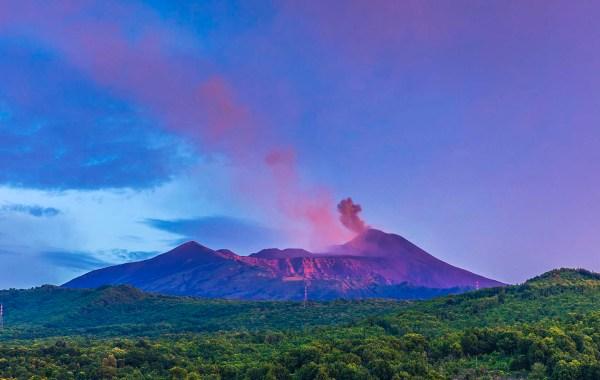 Etna vista dai boschi di Trecastagni