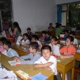 授業を受ける子供たち