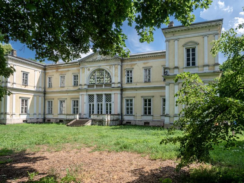 Pałac Wielopolskich w Chrobrzu