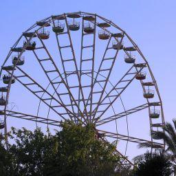 1280px-RLZ_Superland_Ferris_wheel_01