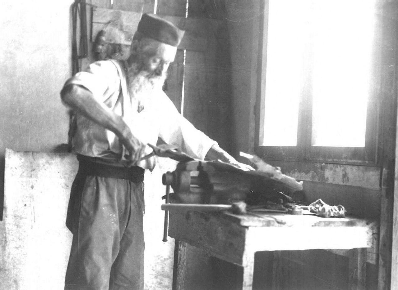 Bnei_Brak._Zvi_Oron-Orushkes._1925-1928_(id.14457102)
