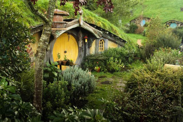 hobbiton-set-film-tour-New-Zealand