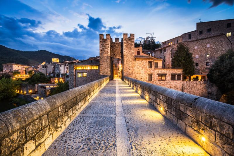 El pueblo que es un arca medieval en Girona o una