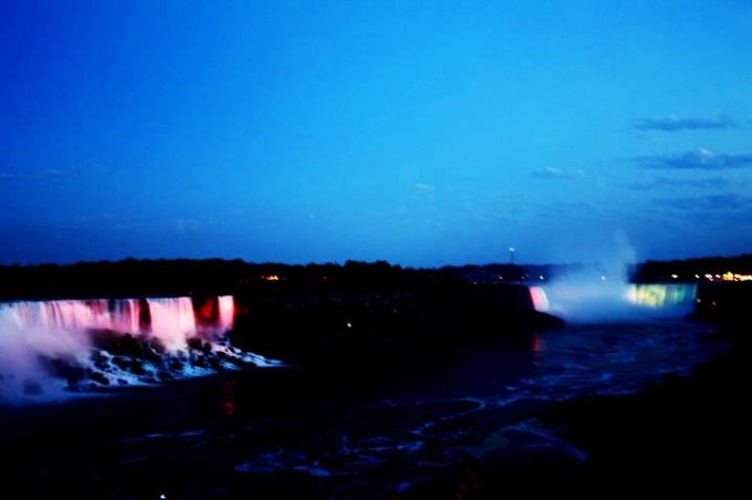 cataratas del niágara de noche