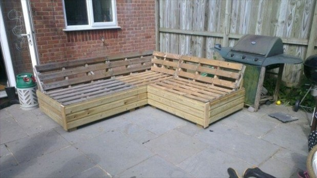 garden sofa from pallets Brokeasshomecom : garden patio sofa set built from pallets 1 from brokeasshome.com size 618 x 347 jpeg 52kB