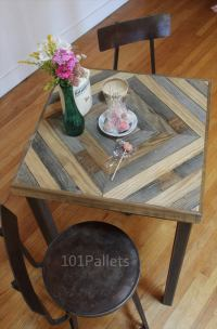 Kitchen Table Made of Barn Wood and Pallets