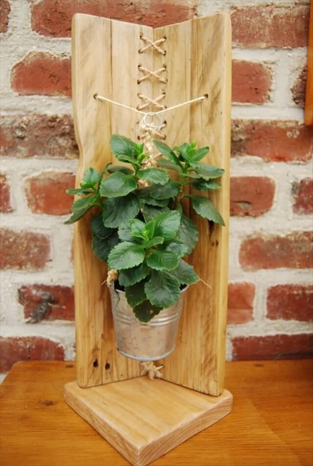 Modern Pallet Flower Holder  101 Pallets