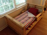 5 Simple DIY Pallet Toddler Beds
