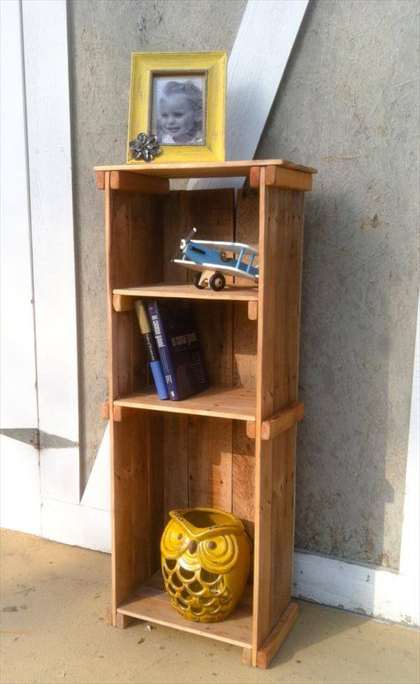 Rustic Bookshelf Out Of Pallets Wood 101 Pallets