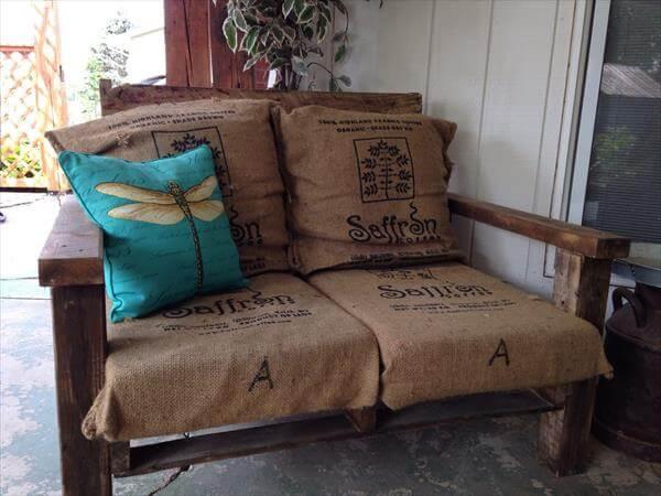 DIY Pallet XL Chair with Burlap Sack Cushion