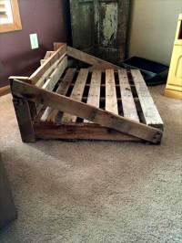 Rustic Dog Bed From the Pallets   101 Pallets