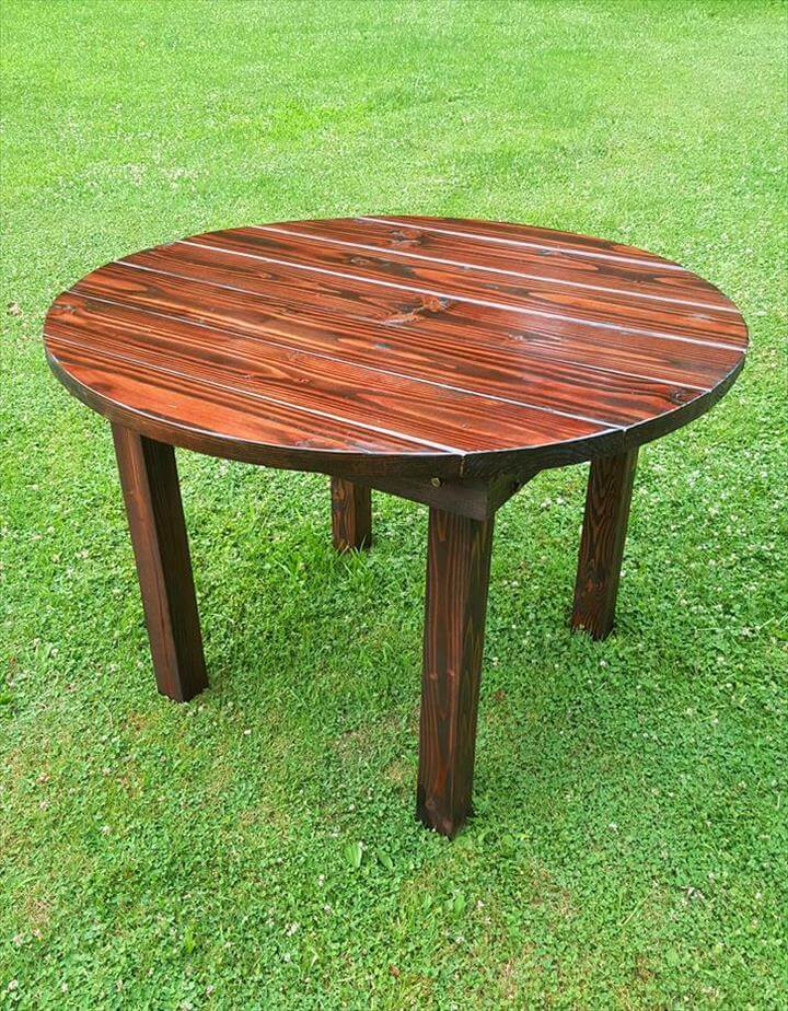 Round Top Pallet Dining Table for Garden