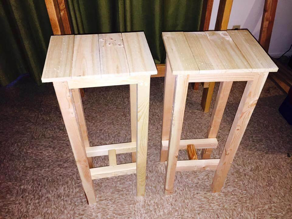 DIY Pallet Bar Table with Stools