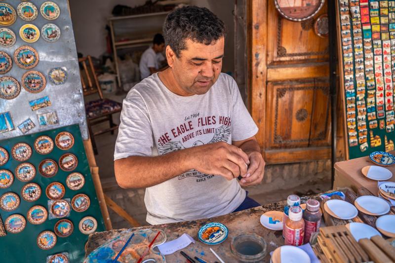 Ръчна изработка на чинийки - Хива, Узбекистан