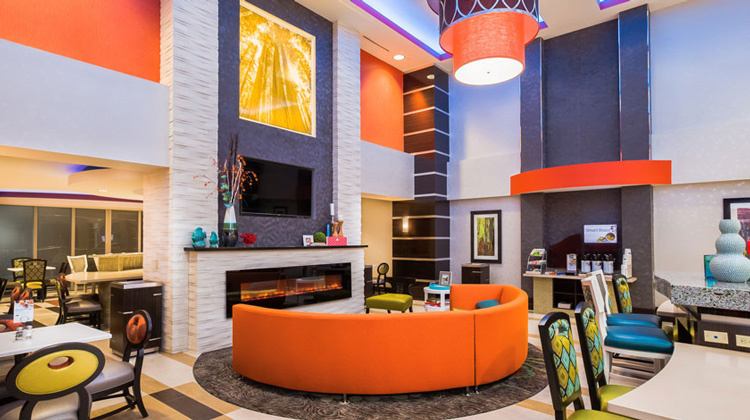 holiday-inn-express-and-suites-eureka-lobby