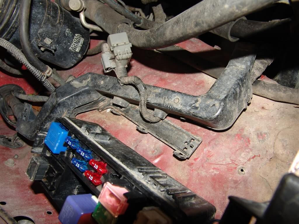 Sparkys Answers 1994 Toyota Pickup Efi Fuseblows 1992 Corolla Fuse Box Location One Of The More Common Locations Is At Underhood Diagnostic Connector Wiring Sometimes Harness Will Rub Inner Fender Panel Where It Breaks Out